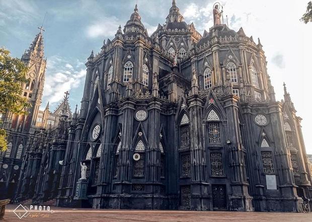 Dân tình thích mê với nhà thờ giống hệt tòa lâu đài ở Nam Định, khi đến chơi chỉ cần giơ máy ảnh là sẽ có hình như ở trời Tây - Ảnh 1.