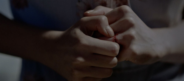 Hoàng Thùy Linh thất thần như ma nhập, tự cào tay toé máu ở teaser Trái Tim Quái Vật - Ảnh 3.