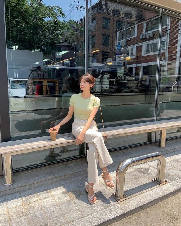 Mê quần jeans nhưng sợ phát ngốt vì nắng hè, chị em cứ nhắm trúng 4 kiểu dáng thoải mái sau mà diện - Ảnh 13.