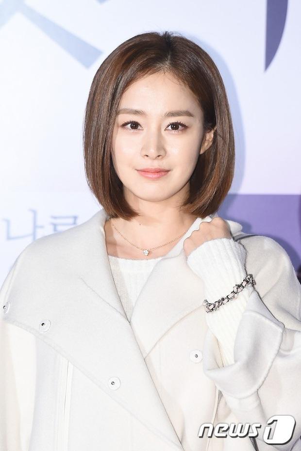 Ở tuổi 40, Kim Tae Hee tái hiện kiểu tóc ngắn từng gây sốt 5 năm trước, nhan sắc nữ tổng tài khiến fan rụng rời - Ảnh 12.