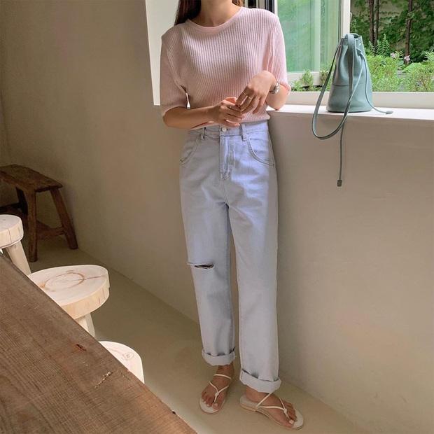 Mê quần jeans nhưng sợ phát ngốt vì nắng hè, chị em cứ nhắm trúng 4 kiểu dáng thoải mái sau mà diện - Ảnh 17.