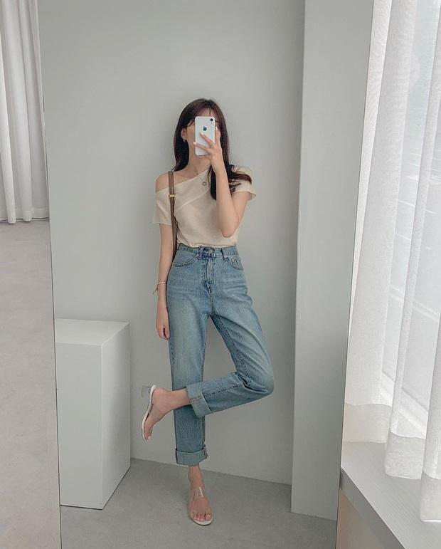 Mê quần jeans nhưng sợ phát ngốt vì nắng hè, chị em cứ nhắm trúng 4 kiểu dáng thoải mái sau mà diện - Ảnh 4.
