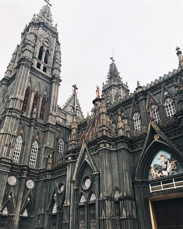 Dân tình thích mê với nhà thờ giống hệt tòa lâu đài ở Nam Định, khi đến chơi chỉ cần giơ máy ảnh là sẽ có hình như ở trời Tây - Ảnh 4.