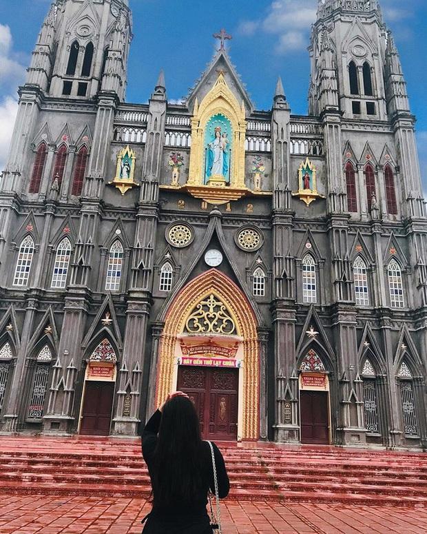Dân tình thích mê với nhà thờ giống hệt tòa lâu đài ở Nam Định, khi đến chơi chỉ cần giơ máy ảnh là sẽ có hình như ở trời Tây - Ảnh 5.