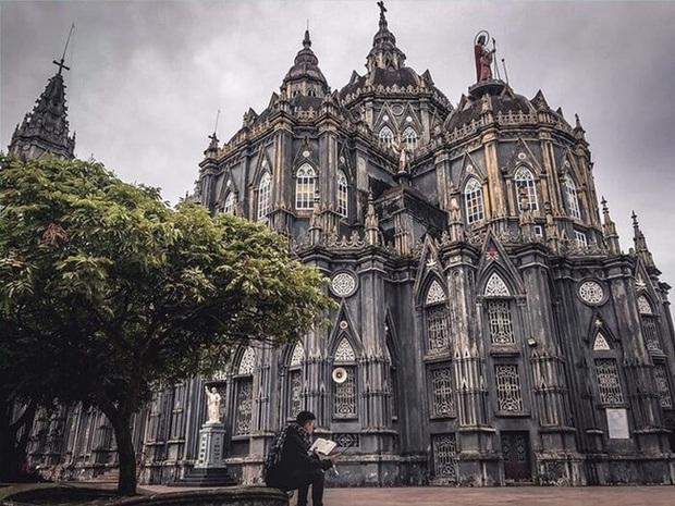 Dân tình thích mê với nhà thờ giống hệt tòa lâu đài ở Nam Định, khi đến chơi chỉ cần giơ máy ảnh là sẽ có hình như ở trời Tây - Ảnh 6.