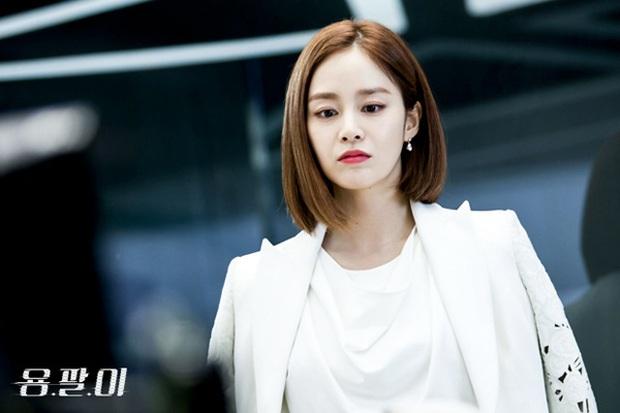 Ở tuổi 40, Kim Tae Hee tái hiện kiểu tóc ngắn từng gây sốt 5 năm trước, nhan sắc nữ tổng tài khiến fan rụng rời - Ảnh 7.