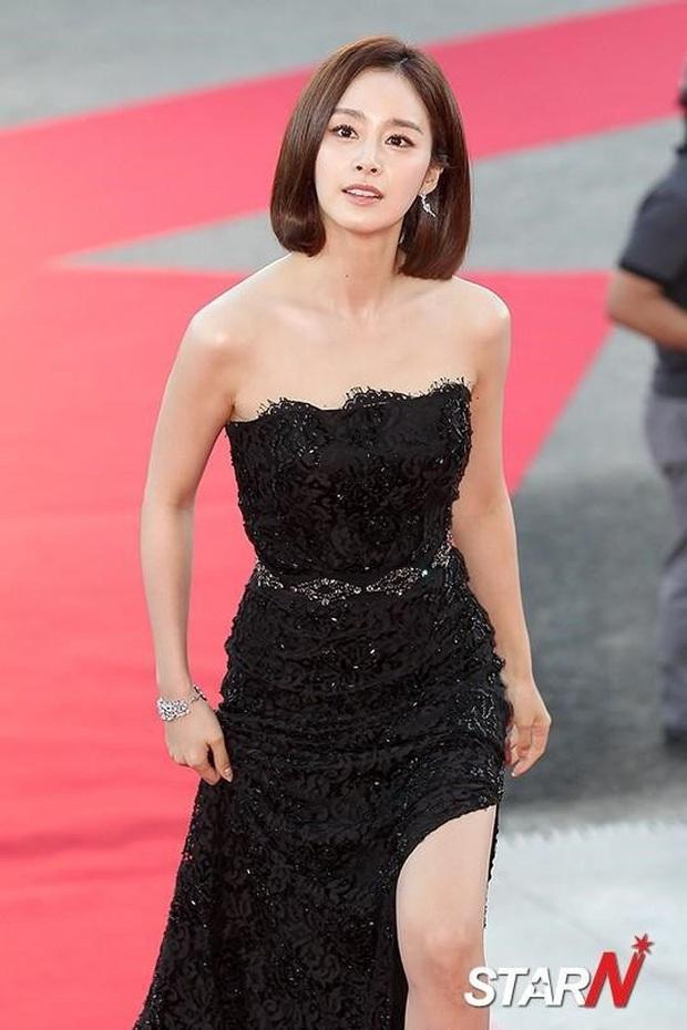 Ở tuổi 40, Kim Tae Hee tái hiện kiểu tóc ngắn từng gây sốt 5 năm trước, nhan sắc nữ tổng tài khiến fan rụng rời - Ảnh 9.