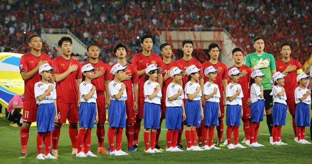 BTC thiếu chuyên nghiệp, Xuân Trường và đồng đội phải đứng chào cờ với đội hình kém duyên - Ảnh 6.