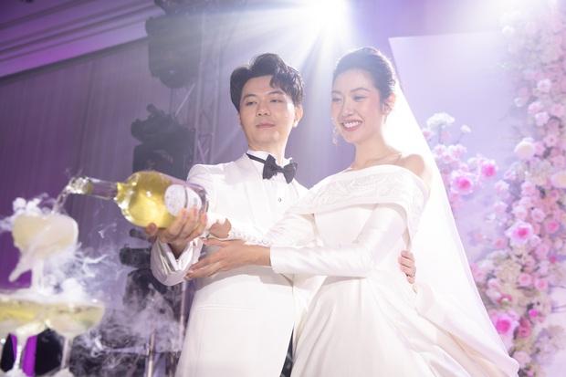 Chẳng sương sa hột lựu, váy cưới của Thúy Vân tinh giản mà vẫn đặc biệt: Bộ lấy cảm hứng từ tên cô dâu, bộ giấu bụng bầu cực sang - Ảnh 8.