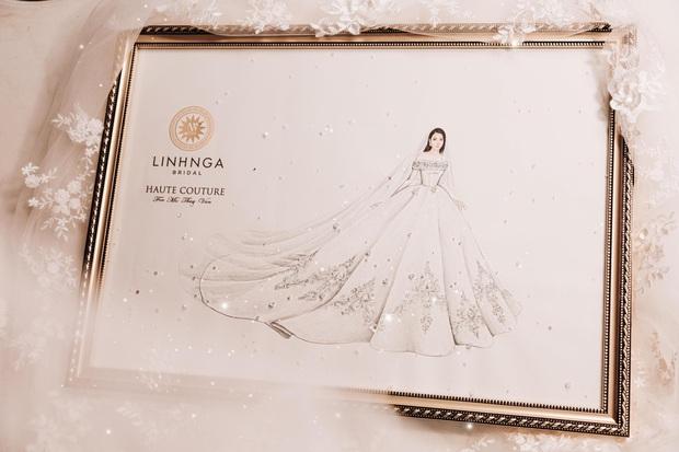 Chẳng sương sa hột lựu, váy cưới của Thúy Vân tinh giản mà vẫn đặc biệt: Bộ lấy cảm hứng từ tên cô dâu, bộ giấu bụng bầu cực sang - Ảnh 9.