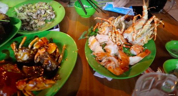 Giang Ơi và hội bạn bị lừa đảo tại Nha Trang, tài xế taxi và quán ăn móc nối để bòn tiền bữa ăn hơn 5 triệu đồng - Ảnh 4.