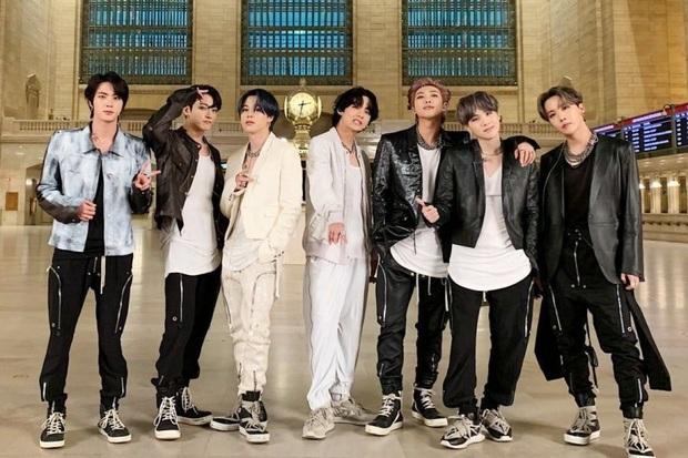 """ARMY """"vã"""" comeback đến nỗi hội em út BTS làm 1 động tác thôi mà nghĩ ngay đến """"thính"""" vũ đạo mới, sự thật khiến ai cũng phải """"cười lăn"""" - Ảnh 1."""
