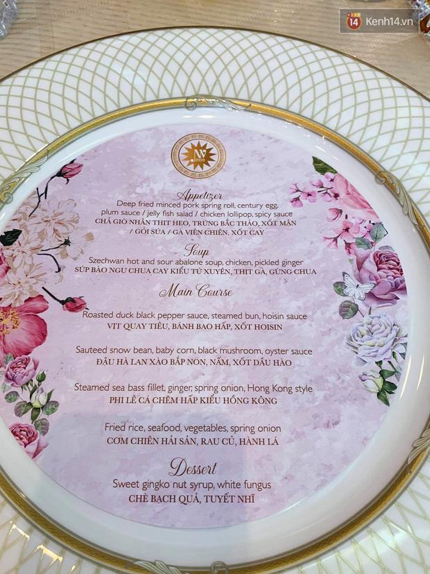 Hé lộ thực đơn tiệc cưới của Á hậu Thuý Vân: món ăn tầm trung nhưng đặc biệt nhất là menu được trang trí rất cầu kỳ - Ảnh 2.