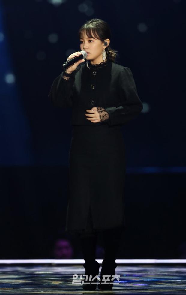 Lee Hi trải lòng về sự ra đi của Jonghyun, từng rơm rớm nước mắt và không biết phải làm gì với bản hit Breathe anh viết tặng cô - Ảnh 4.