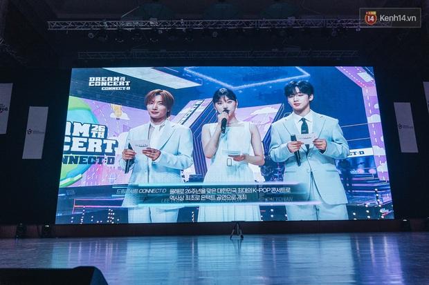 Hàng trăm fan tại Hà Nội cùng xem Dream Concert phát sóng trực tuyến trên toàn cầu; EXO-SC, Red Velvet và dàn sao Kpop quẩy hết nấc - Ảnh 2.