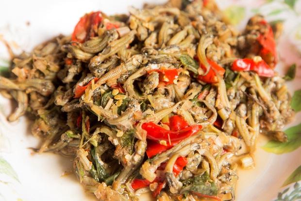 4 món ăn siêu dị đố ai dám thử khi vi vu đất Thái: hết ăn sống trứng kiến lửa đến nòng nọc nướng lá chuối - Ảnh 3.