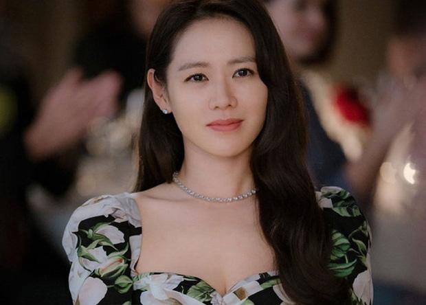 """""""Chị đẹp"""" Son Ye Jin đã U40 nhưng vẫn liên tục gây bão vì nhan sắc tươi trẻ, chẳng kém gái đôi mươi, bí quyết khỏe đẹp của cô vừa đơn giản lại rẻ bèo - Ảnh 2."""