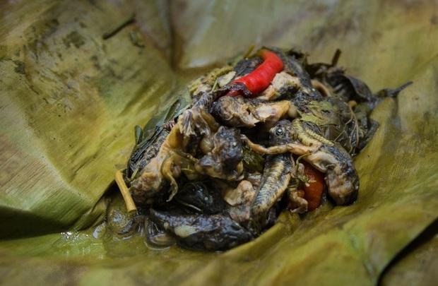 4 món ăn siêu dị đố ai dám thử khi vi vu đất Thái: hết ăn sống trứng kiến lửa đến nòng nọc nướng lá chuối - Ảnh 4.