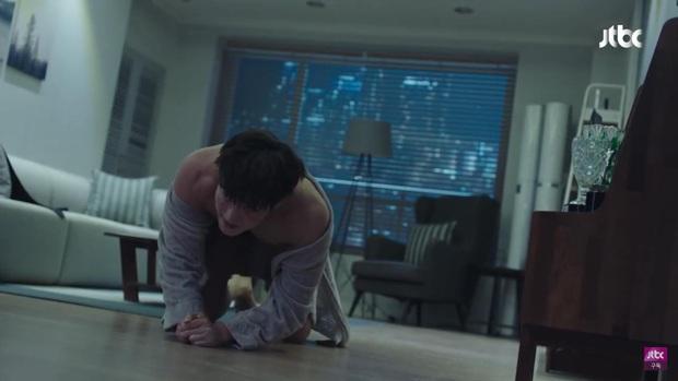 Bà đại Yoon Ah bị trai trẻ cưỡng hiếp nhưng kẻ quay trộm mới là điều đáng nói ở tập 6 Hội Bạn Cực Phẩm - Ảnh 3.