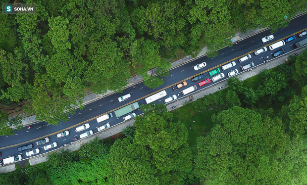 Cửa ngõ Đà Lạt ùn tắc kéo dài, hàng trăm ôtô nhúc nhích từng chút trong cơn mưa chiều - Ảnh 12.