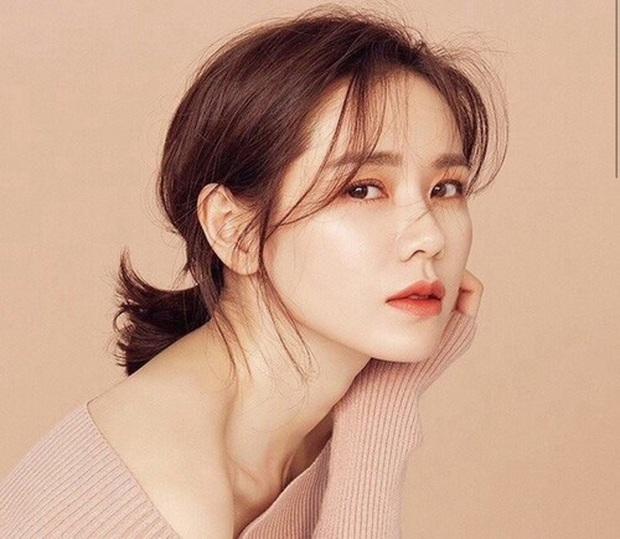 """""""Chị đẹp"""" Son Ye Jin đã U40 nhưng vẫn liên tục gây bão vì nhan sắc tươi trẻ, chẳng kém gái đôi mươi, bí quyết khỏe đẹp của cô vừa đơn giản lại rẻ bèo - Ảnh 3."""