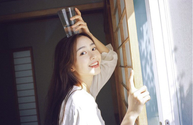 """""""Chị đẹp"""" Son Ye Jin đã U40 nhưng vẫn liên tục gây bão vì nhan sắc tươi trẻ, chẳng kém gái đôi mươi, bí quyết khỏe đẹp của cô vừa đơn giản lại rẻ bèo - Ảnh 7."""