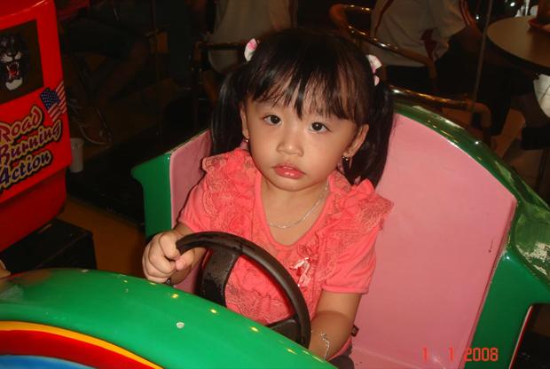 Jenny Huỳnh khoe ảnh hồi bé nhân dịp sinh nhật 15 tuổi, trông úi giùi ui quá là khác so với hiện tại - Ảnh 2.