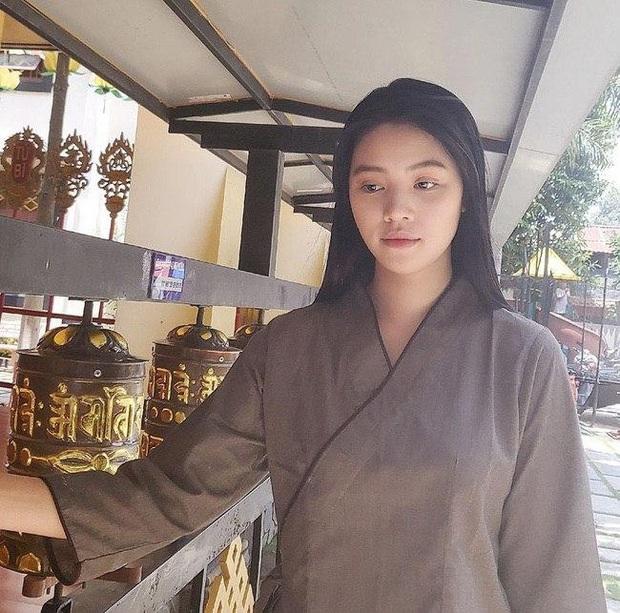 Jolie Nguyễn cuối cùng đã lộ diện sau động thái gây hoang mang, vẻ gầy gò và mái tóc thay đổi thu hút sự chú ý - Ảnh 3.