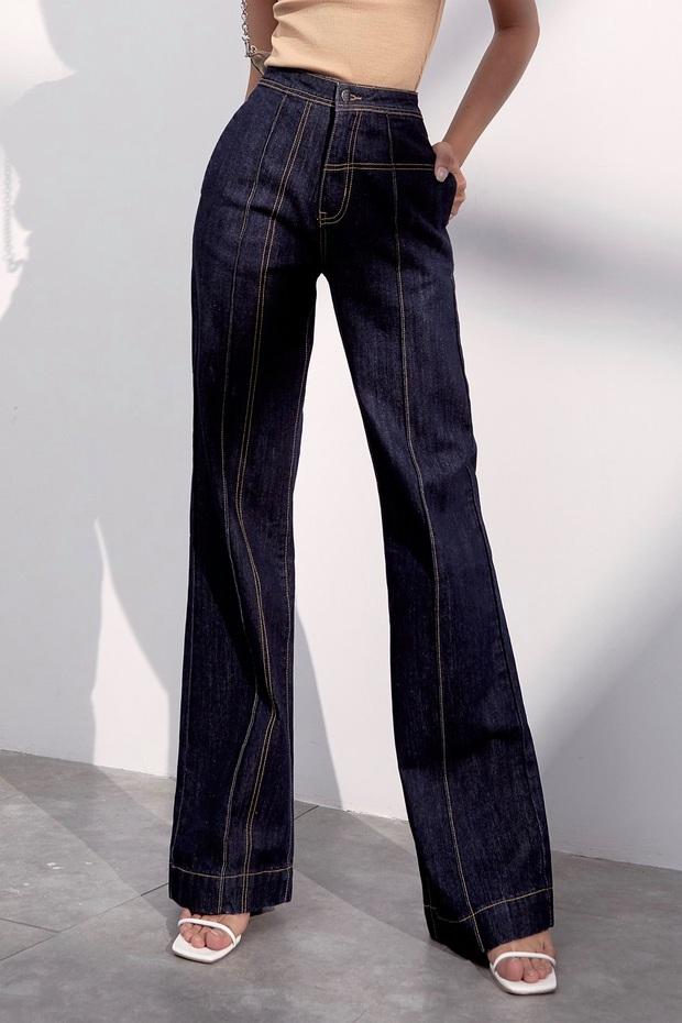 Quần jeans trên ôm dưới loe tôn chân cực khéo, chẳng trách chị em cứ diện suốt, chụp hình là đẹp mê - Ảnh 11.