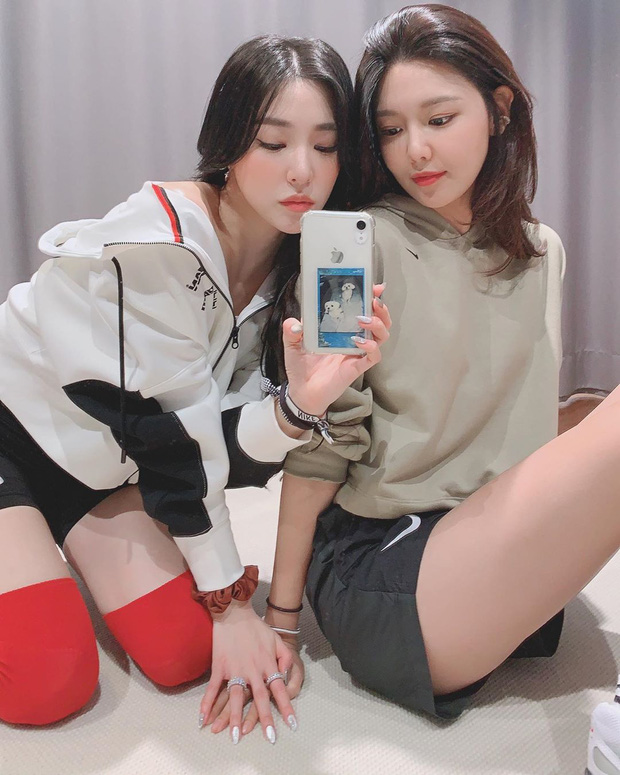 """Sooyoung và Tiffany gây sốt khi khoe body """"mướt mắt"""" nhưng fan chú ý nhất đến chi tiết nghi ngờ về SNSD - Ảnh 2."""