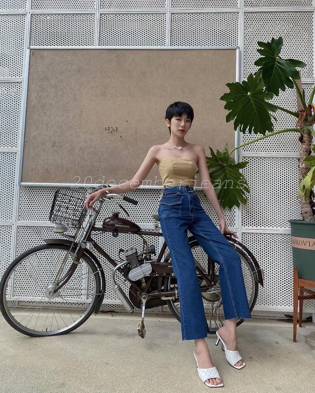 Quần jeans trên ôm dưới loe tôn chân cực khéo, chẳng trách chị em cứ diện suốt, chụp hình là đẹp mê - Ảnh 15.