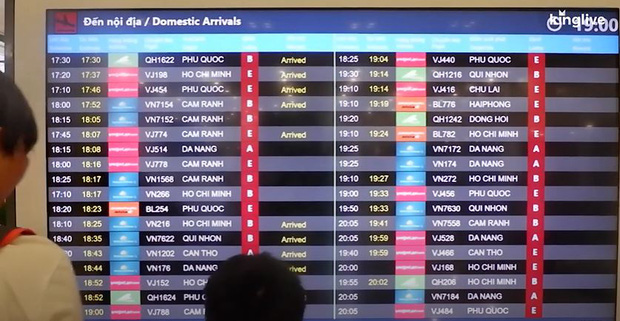 Sân bay Đà Nẵng tấp nập người làm thủ tục, nhiều khách mua vé giờ chót - Ảnh 4.