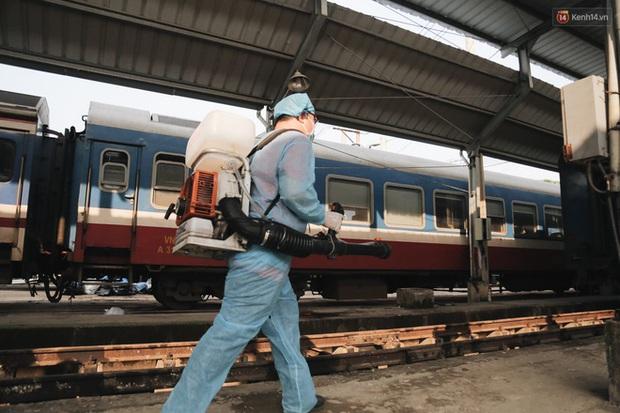 Nam thanh niên 17 tuổi mắc Covid-19 ở Quảng Ngãi từng đi Đà Nẵng để chăm người thân, 2 lần về quê bằng xe khách và tàu - Ảnh 1.