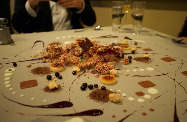 """Ngay cả những nhà hàng đạt sao Michelin cũng có loạt kiểu trang trí món ăn """"quái đản"""", nghệ thuật ở tầm """"đố ai hiểu nổi"""" - Ảnh 3."""
