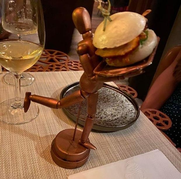 """Ngay cả những nhà hàng đạt sao Michelin cũng có loạt kiểu trang trí món ăn """"quái đản"""", nghệ thuật ở tầm """"đố ai hiểu nổi"""" - Ảnh 17."""
