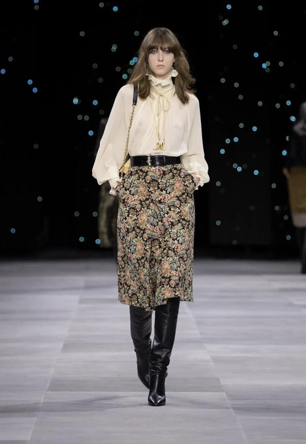 """Cùng diện áo blouse bánh bèo: Lisa """"dừ"""" hơn bình thường, Seo Ye Ji dịu dàng sang chảnh  - Ảnh 8."""