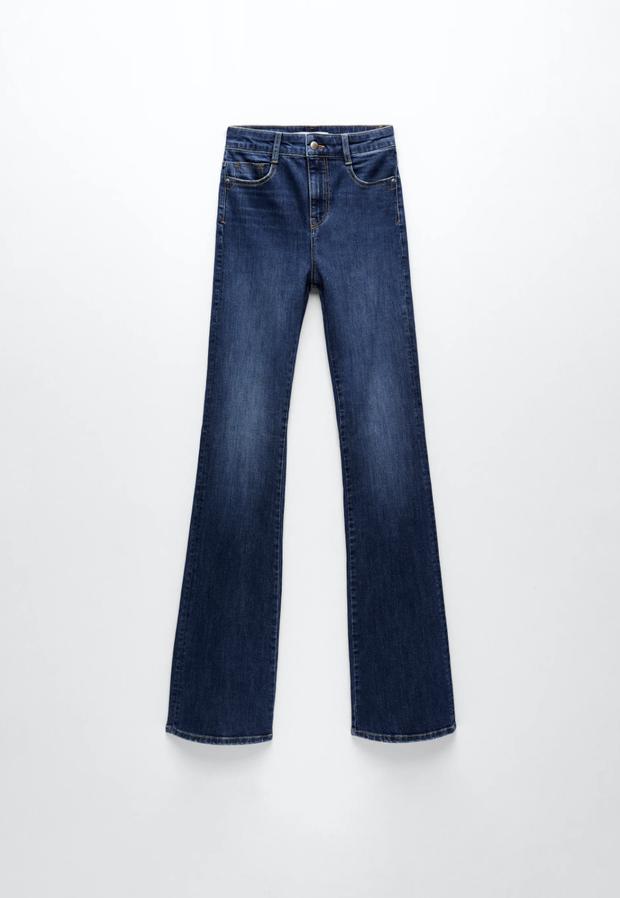 Quần jeans trên ôm dưới loe tôn chân cực khéo, chẳng trách chị em cứ diện suốt, chụp hình là đẹp mê - Ảnh 17.