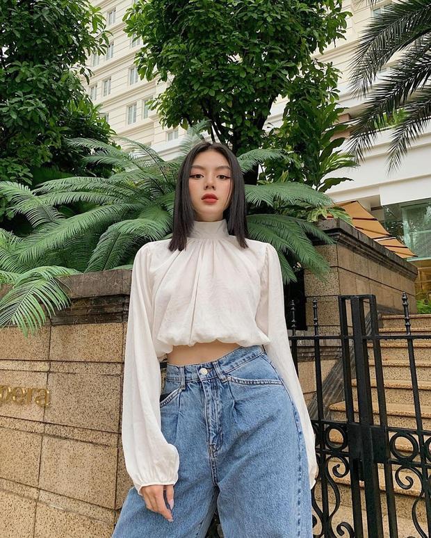 """Cùng diện áo blouse bánh bèo: Lisa """"dừ"""" hơn bình thường, Seo Ye Ji dịu dàng sang chảnh  - Ảnh 12."""