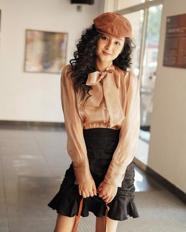 """Cùng diện áo blouse bánh bèo: Lisa """"dừ"""" hơn bình thường, Seo Ye Ji dịu dàng sang chảnh  - Ảnh 16."""