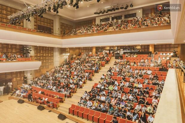 Hàng trăm fan tại Hà Nội cùng xem Dream Concert phát sóng trực tuyến trên toàn cầu; EXO-SC, Red Velvet và dàn sao Kpop quẩy hết nấc - Ảnh 1.