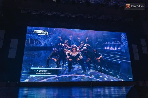 Hàng trăm fan tại Hà Nội cùng xem Dream Concert phát sóng trực tuyến trên toàn cầu; EXO-SC, Red Velvet và dàn sao Kpop quẩy hết nấc - Ảnh 10.
