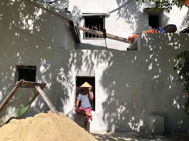 """Bức tường """"huyền thoại"""" ở Hội An được cải tạo, phủ màu trắng tinh: Du khách tiếc nuối, dân bản địa lại ủng hộ hết lòng - Ảnh 4."""
