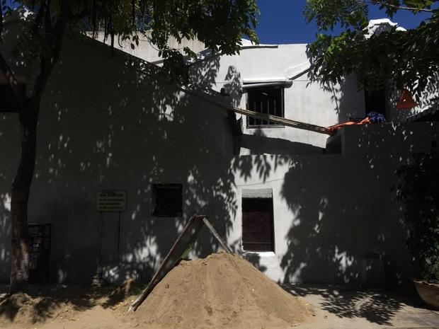 """Bức tường """"huyền thoại"""" ở Hội An được cải tạo, phủ màu trắng tinh: Du khách tiếc nuối, dân bản địa lại ủng hộ hết lòng - Ảnh 5."""