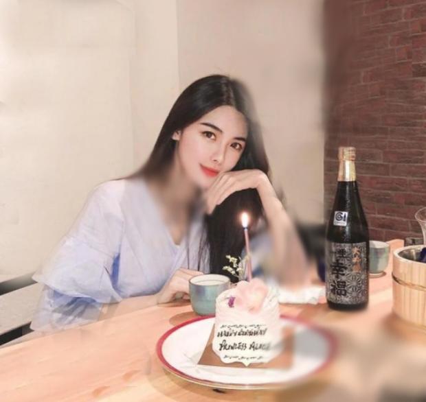 Tiết lộ hình ảnh tiểu tam 2K hot nhất Hong Kong: Sắc vóc chẳng thua kém gì bà cả, cậu ấm trùm sòng bạc mê mệt - Ảnh 3.