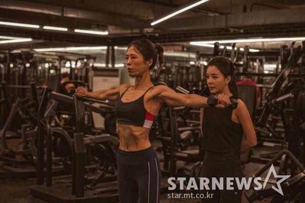 Nữ diễn viên She Was Pretty gây sốc với thân hình cơ bắp cuồn cuộn không chút mỡ thừa ở tuổi U50 - Ảnh 3.