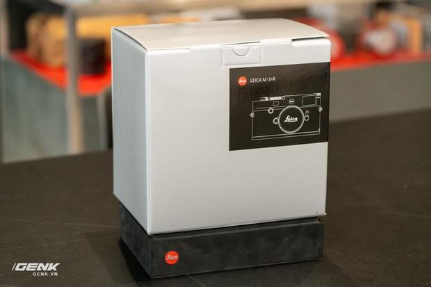 Đập hộp máy ảnh Leica M10-R: Vẫn là nét lạnh lùng hấp dẫn, cảm biến 40 MP, giá 219 triệu đồng - Ảnh 1.