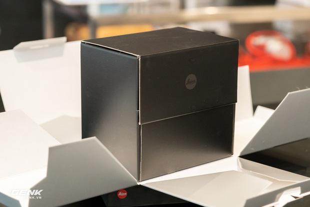 Đập hộp máy ảnh Leica M10-R: Vẫn là nét lạnh lùng hấp dẫn, cảm biến 40 MP, giá 219 triệu đồng - Ảnh 2.