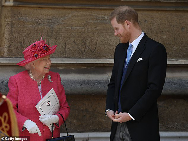 Tại bữa tối riêng tư mà Meghan Markle không được mời, Nữ hoàng nói gì với Harry ngay sau khi cháu trai tuyên bố muốn rời bỏ gia tộc? - Ảnh 1.