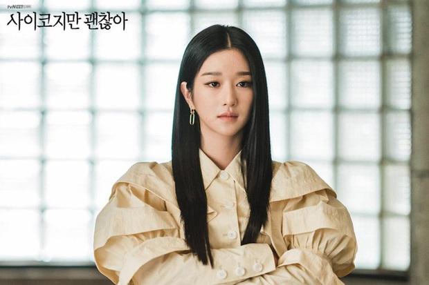 Điên Thì Có Sao và chuyện sống thật với cảm xúc: Nên kiềm chế như Kim Soo Hyun hay bộc phát như Seo Ye Ji? - Ảnh 2.