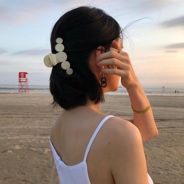 Nàng tóc ngắn cũng diện được kẹp càng cua xinh ngất, lại có tới 2 cách mà cách nào cũng sang  - Ảnh 5.